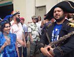 Bloco Espetacular Charanga do França durante desfile na Santa Cecilia, centro de SP