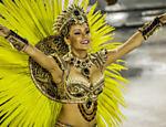 A rainha de bateria Raphaela Gomes, que tem 16 anos, no desfile da São Clemente no segundo dia do Carnaval do Rio de Janeiro na Sapucaí <a href=