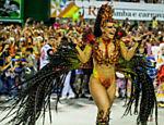 Viviane Araújo desfila como rainha de bateria do Salgueiro, no Rio