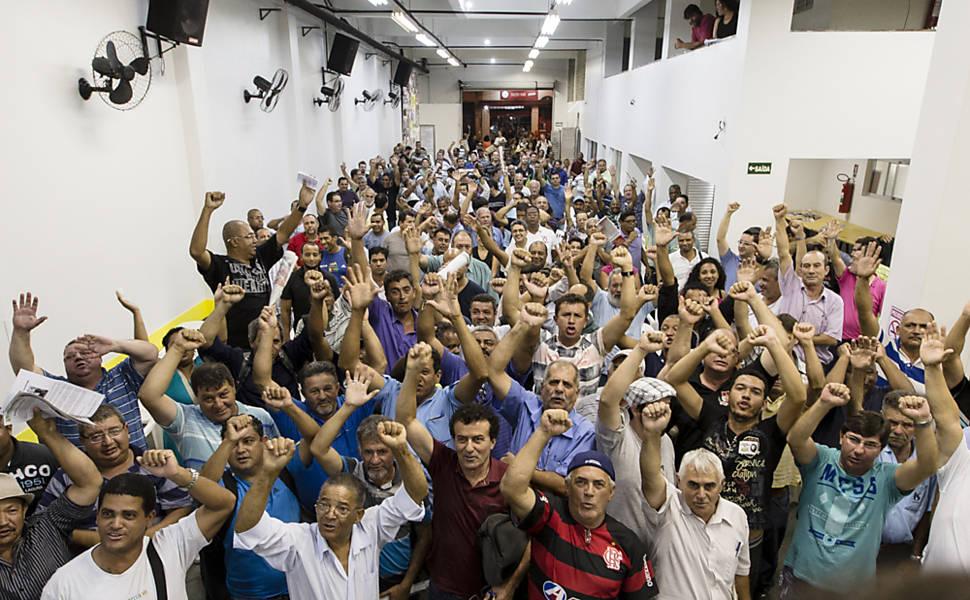 Funcionários da Sabesp decretam greve