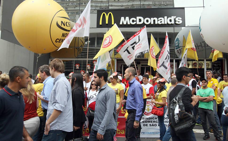 Protesto de funcionários do McDonald's na av. Paulista