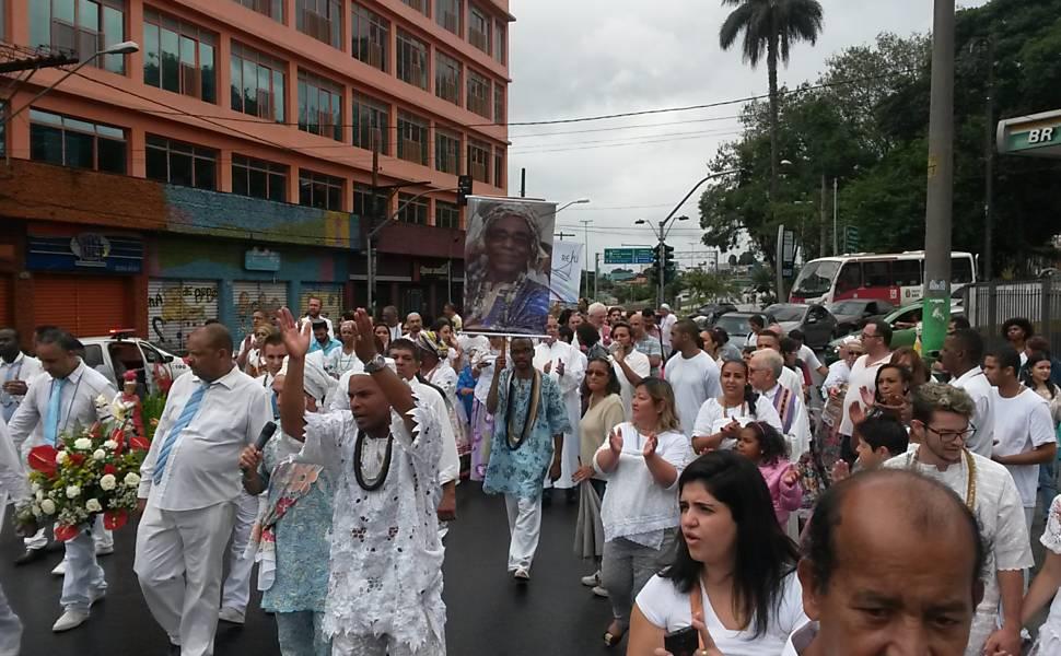 Religiosos fazem passeata em Itaquera