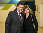 O delegado Osvaldo Nico e Sandra Delbosque, empresária, em festa de dez anos do Programa