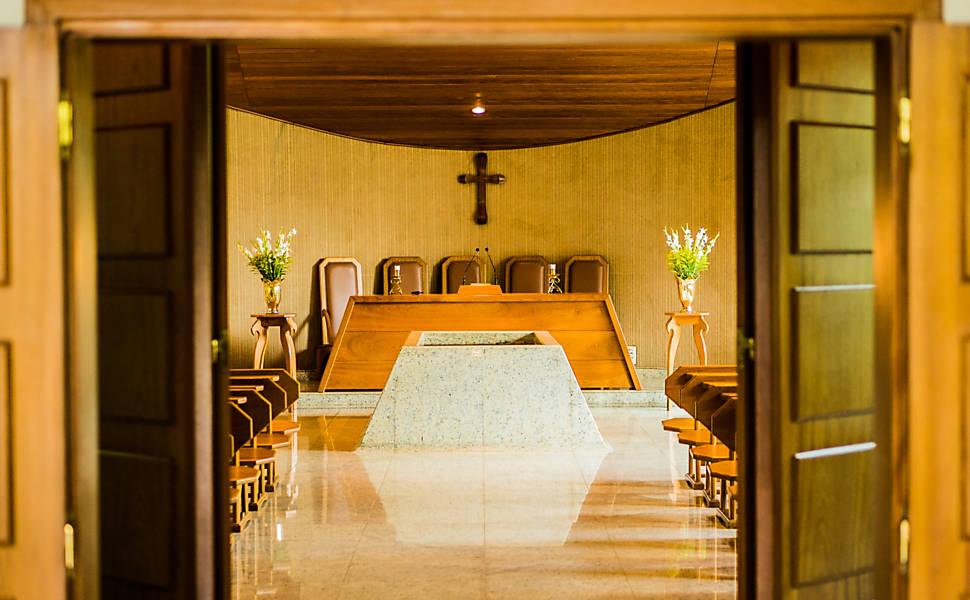 Processo de cremação no Horto da Paz