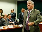 Um manifestante não identificado soltou ratos durante sessão da CPI da Petrobras, que ouve o ex-tesoureiro do PT, João Vaccari Neto