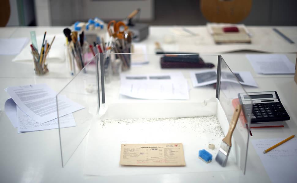 Documentos do campo de concentração de Mauthausen são recuperados no laboratório do museu de Auschwitz