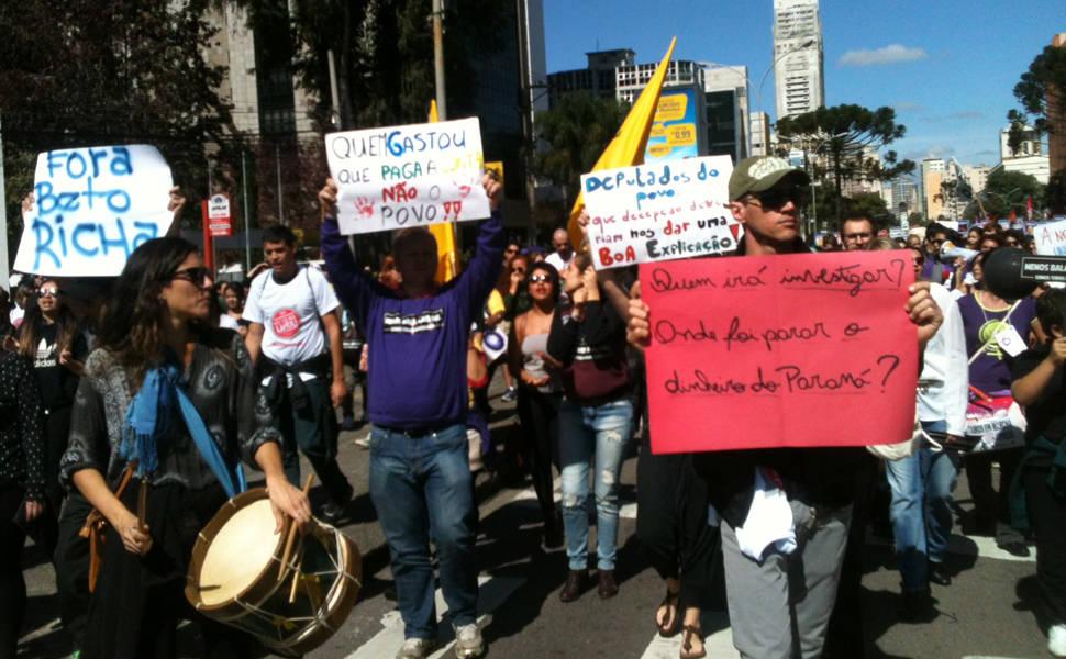 Professores protestam no Paraná