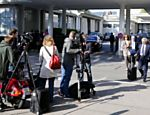Repórteres e cinegrafistas em frente ao luxuoso hotel cinco estrelas Baur au Lac, em Zurique