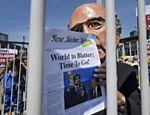 Ativista protesta contra o presidente da Fifa, Joseph Blatter, em Zurique, na Suíça