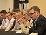 O francês Jérôme Valcke participa de evento em Fortaleza, em 2013, com o então ministro do Esporte, Aldo Rebelo, José Maria Marin, Ronaldo e Bebeto entre outros membros da organização da Copa