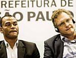 Jérôme Valcke vistoria obras da Arena Corinthians ao lado do ex-jogador Cafu