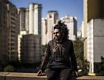O rapper Rico Dalasam faz show neste sábado (6), às 19h, na área externa do MIS, com entrada gratuita