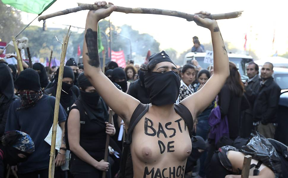 """Ni una menos"" contra violência às mulheres na América Latina"