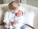 Kate e William divulgam primeiras imagens dom o príncipe George e a irmã, Charlotte