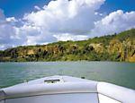 Passeio de barco no lago de Xingó, em Sergipe