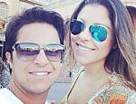 Thammy Miranda e sua namorada, Andressa, posam na Basílica de Aparecida