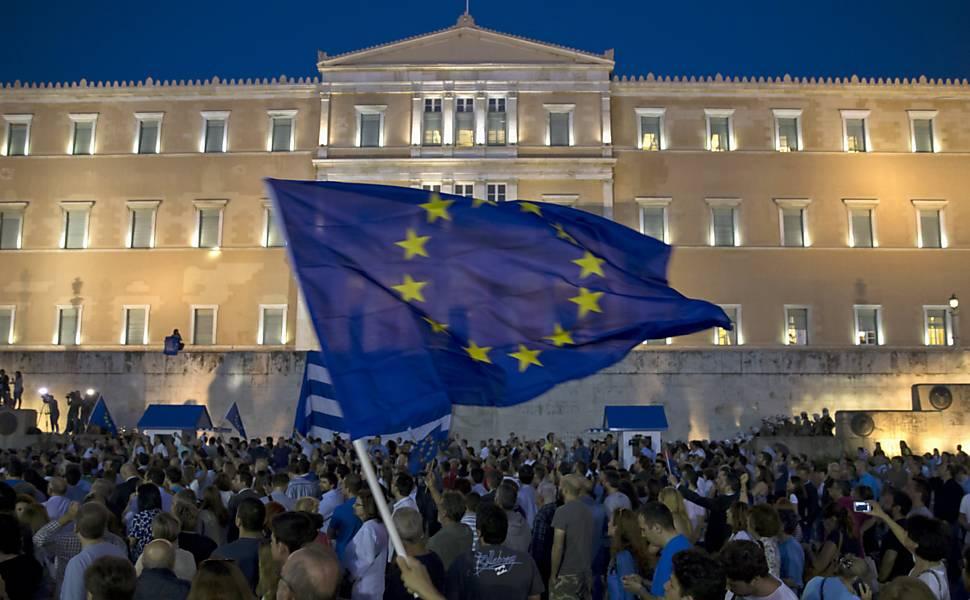Crise na Grécia: população apoia governo em negociação