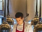 O chef Ivan Ralston, formado em música e filho de donos de restaurantes, já trabalhou no estrelado espanhol El Celler de Can Roca