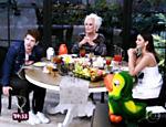 Mãe de Destri entrega namoro do filho com Bruna Marquezine no programa