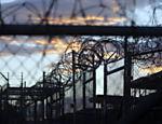 Amanhecer no Campo X-Ray, usado como primeiro lugar de detenção em Guantánamo após o 11/9 e hoje fechado