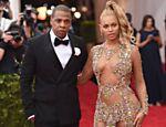 Beyoncé com seu marido, Jay-Z, no baile do Met