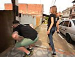 Rafael Leal e Luisa Mell procuram a casa onde está o cachorro