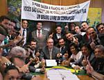Participantes da Marcha pela Liberdade, que pedem o impeachment da presidente Dilma Rousseff, posam para foto durante encontro com Eduardo Cunha