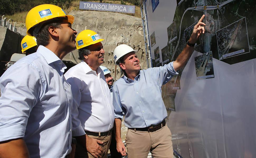 Eduardo Paes participa da detonação de túnel