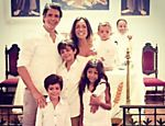 Márcio, Andréa e os quatro filhos, no batizado do caçula