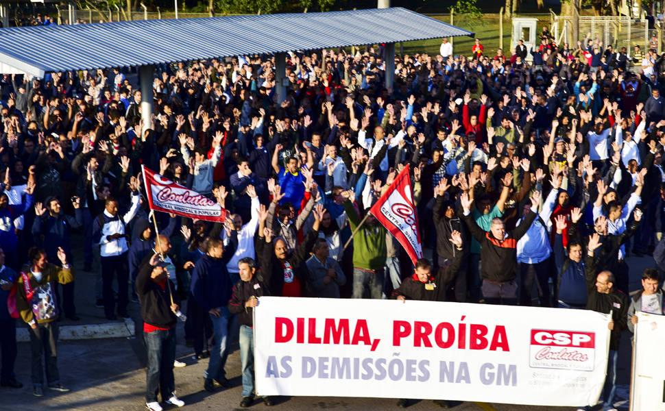 Metalúrgicos da GM entram em greve