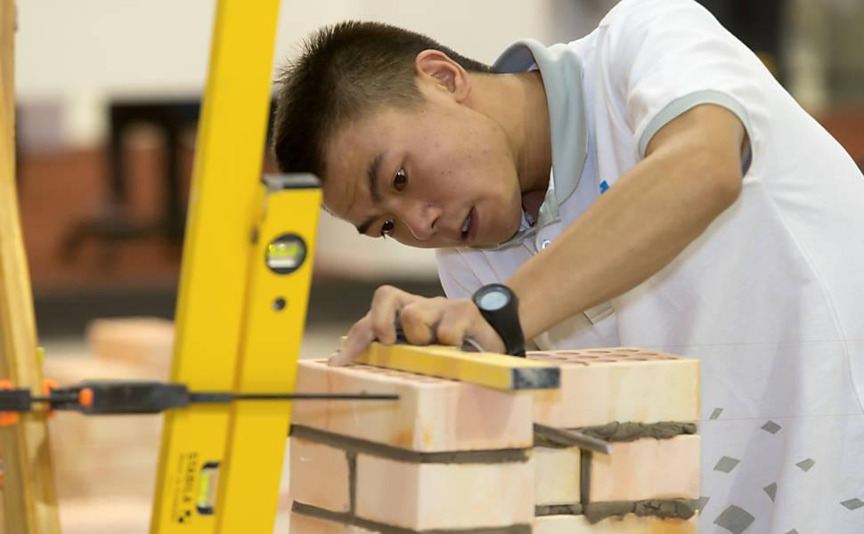 Jovens competem nas provas da WorldSkills 2015, no Brasil