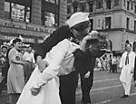 Foto de Alfred Eisenstaedt que se tornou o símbolo do fim da Segunda Guerra Mundial