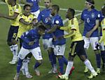 Neymar se envolve em confusão em partida da seleção brasileira contra a Colômbia pela Copa América 2015; após chutar a bola no colombiano Armero, atacante foi empurrado pelo adversário Bacca