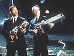 Os atores Tommy Lee Jones e Will Smith, em cena do filme