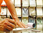 Clientes bancários que preferem usar talões de cheque, e não o cartão magnético, têm direito a pelo menos um talão de cheques gratuito por mês