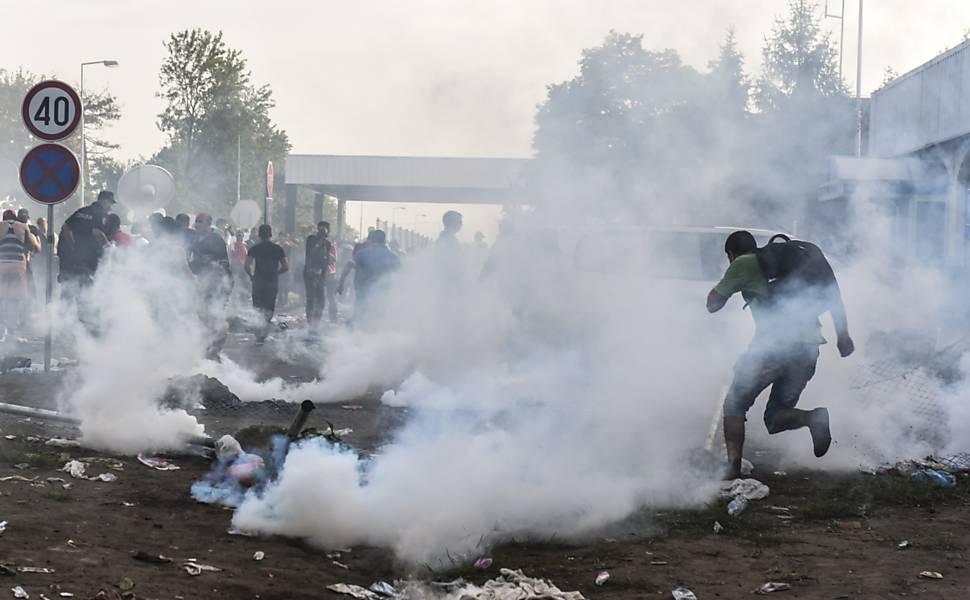 Hungria fecha fronteira para refugiados