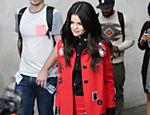 Atriz e cantora Selena Gomez deixa BBC Broadcasting House, em Londres, onde se apresentou no Live Lounge da Radio 1