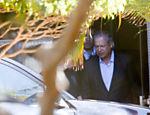 3.ago.2015 - Ex-ministro José Dirceu é preso, acusado de ter criado o esquema do petrolão. O juiz federal Sérgio Moro decretou ainda o bloqueio de até R$ 20 milhões do ex-ministro, além de determinar o bloqueio de bens no mesmo valor de outros seis alvos da investigação