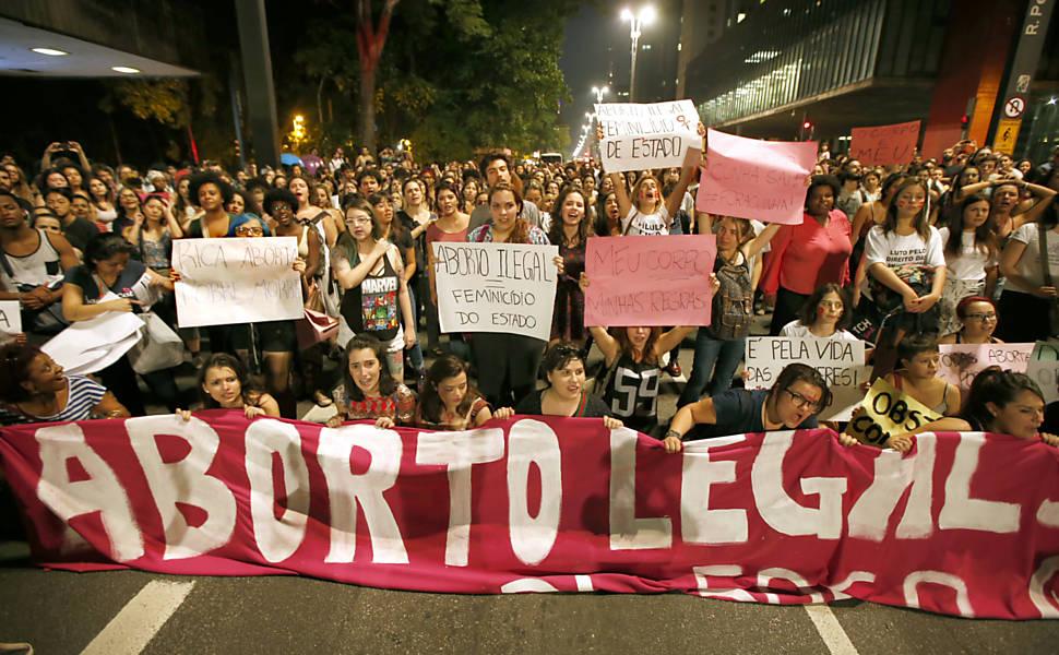 Protesto contra Cunha e 'PL do aborto' em SP