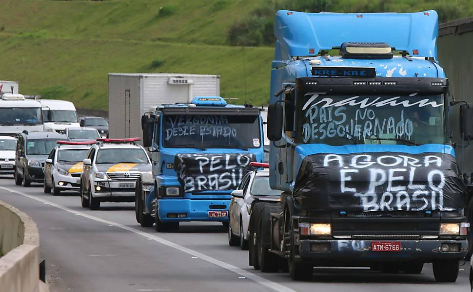 Caminhoneiros protestam em rodovias do Brasil