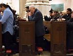 O ex-presidente da CBF José Maria Marin, que cumpre prisão domiciliar em Nova York, vai à missa em espanhol na St. Patrick'a Cathedral