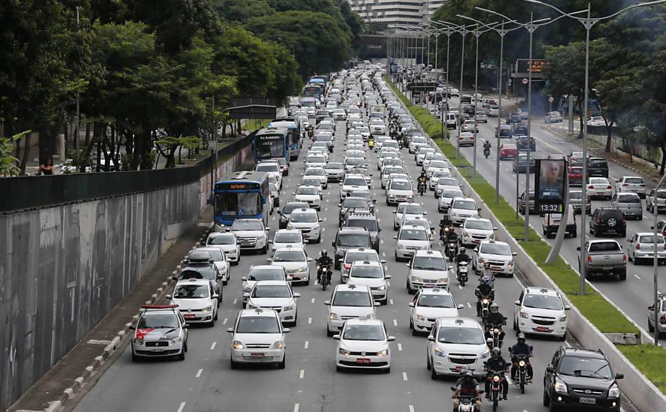 Taxistas protestam contra o Uber em SP