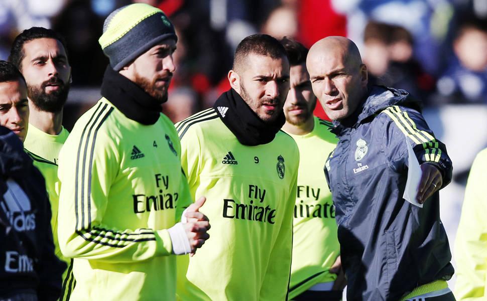Isto é Zinédine Zidane