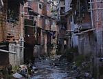 Córrego do Canivete, região da Brasilândia, zona norte de São Paulo; local conta com rede de esgoto, mas moradores não fazem ligação