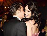 Katy Perry e Orlando Bloom em conversa ao pé do ouvido em festa pós-Globo de Ouro
