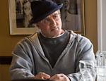 Stallone volta a interpretar o boxeador Rocky Balboa, agora aposentado