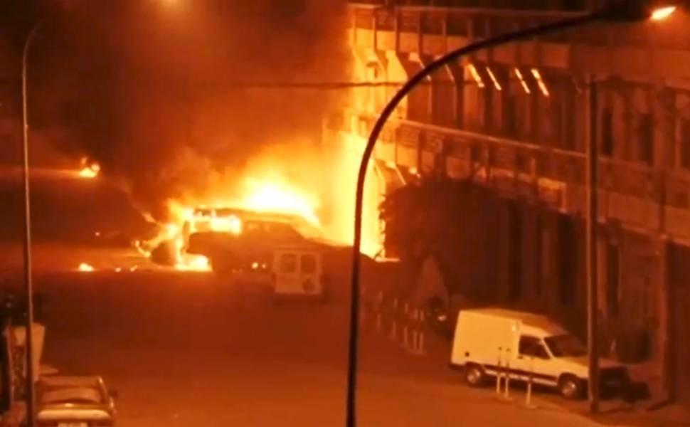 Grupo terrorista ataca hotel de luxo em Burkina Fasso