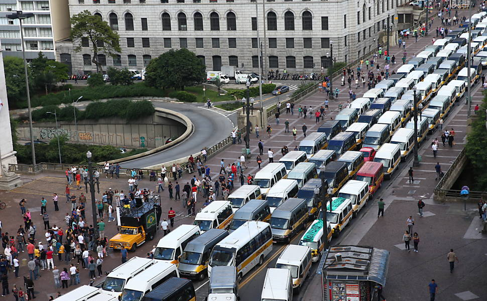 Protesto de motoristas de vans escolares
