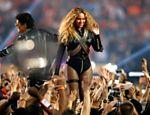 Beyoncé se apresenta no show do intervalo do Super Bowl 50, na Califórnia