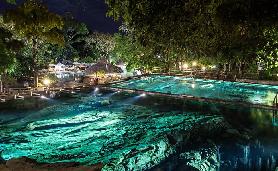 Caldas Novas e Rio Quente atraem com piscinas 24 horas